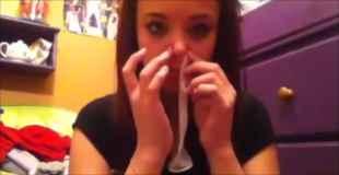 【動画】コンドームを鼻から入れて口から出す女w