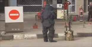 【衝撃動画】爆弾処理班の作業中に爆発…作業員が死亡