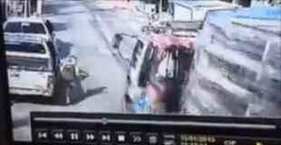 【動画】非常に不運な子供がトラックに轢かれる
