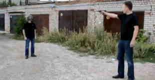 【マジキチ動画】ヘルメットの強度を実際に被って実弾でテストしたったwwwww