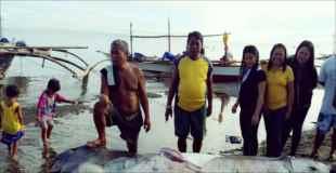 【画像】フィリピンの深海に住む幻のメガマウスが捕獲される