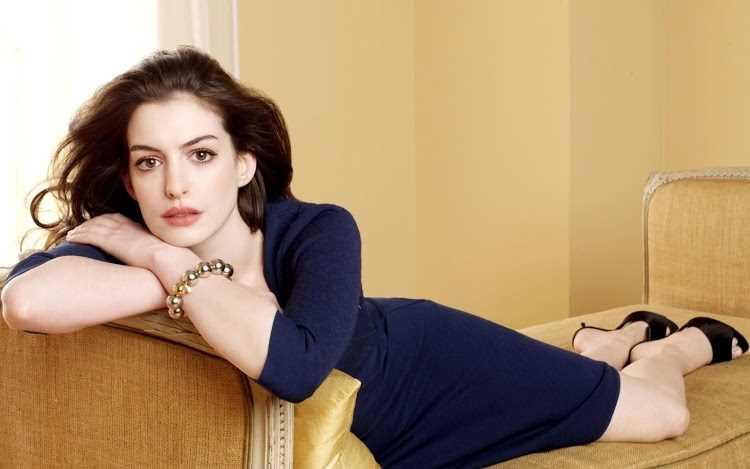Anne_Hathaway_R