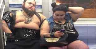 【画像】地下鉄に現れたファッションモンスター達 その2