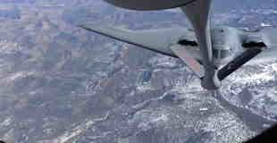 空中給油がカッコいいアメリカ空軍のステルス戦略爆撃機B-2、通称『スピリット』