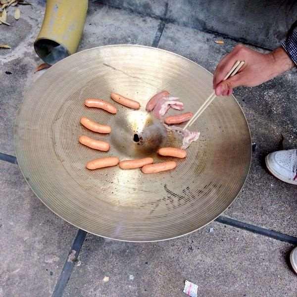 1428429305_street_musicians_meal_03
