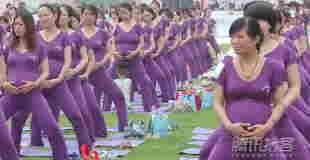 【衝撃映像】505名の妊婦がマタニティヨガ同時に行います。※乳首ポッチありw
