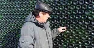 【画像】家の外壁をシャンパンボトルでつくったおじさんすげーw