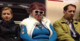 【画像】地下鉄に現れたファッションモンスター達 その5