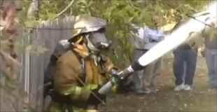 【動画】これは酷い!ポンコツ過ぎる消防士を発見