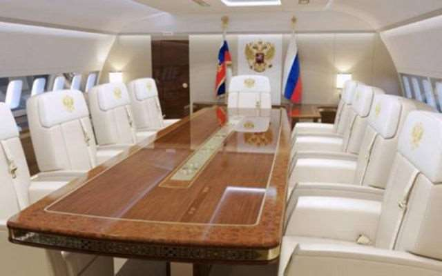 russias_presidential_plane_is_a_fit_for_a_king_640_04