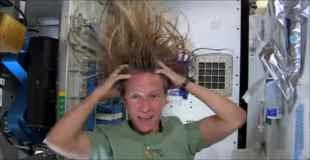 【動画】宇宙空間で髪の毛を洗う方法