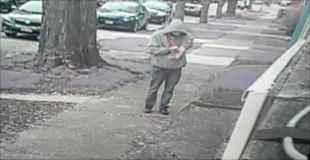 【動画】薬物中毒の男が道端で堂々と注射器を取り出し腕に刺す