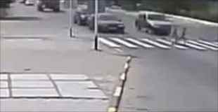 前走車が横断歩道の手前で停車した時は「歩行者あり」のサイン