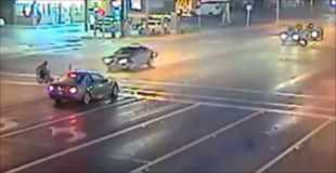 【動画】車椅子の男性が轢き逃げされてしまう瞬間