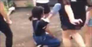 女子中学生らによる壮絶なイジメの現場。動画がネットに投稿され問題になる。江西省のとある中学校にて