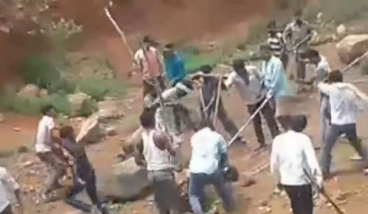 インドの村に侵入し人を襲ったクマ、ここの村人たちの恐ろしさを知らなかった…(動画)
