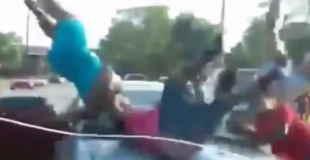 【動画】アメリカ・イーストセントルイスで起きた5人が一度にはねられる事件が発生。