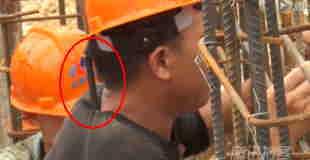 【閲覧注意】工事現場でケツの穴から肩まで鉄筋が突き刺さった男性が救出される。
