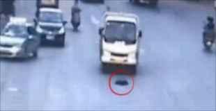 酒に酔って道路で寝ていた男性がトラックに轢かれ死亡