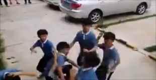 【動画】空手習ってる小学生が同級生5人相手にケンカしたらこうなる・・・