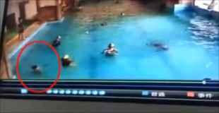 【動画】プールで子供が溺れている…しかし誰も気づかない
