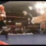 【衝撃動画】一方的なノックアウトで終わってしまうキックボクシングの試合w