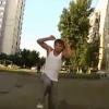 【動画】さすがロシア…車相手に真正面から挑んでくる男