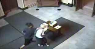 教会で72歳のおばあさんを殴って財布を奪う強盗犯!!【動画1本・画像9枚】