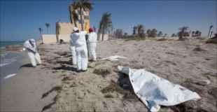 リビアの海岸に打ち上げられる無数の移民水死体