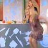 【激痛】イタリア国営テレビの料理番組で股裂きに失敗するミニスカブロンド女性。