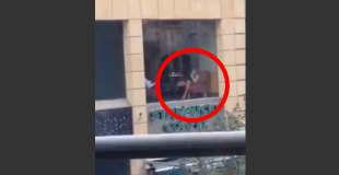 【エロ注意】スタバで女性にオナニーさせて撮影してる男を発見www