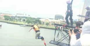 【衝撃動画】紐が長すぎるバンジージャンプで橋の上から突き落とされた結果…。