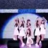 【衝撃動画】ツルツルの舞台で韓国アイドルグループがパフォーマンスw