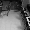 【動画】犬を思い切り蹴飛ばそうとした結果