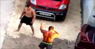 ネットにうpされた衝撃的な喧嘩動画。喧嘩慣れしすぎてるフェイント裏拳バチーン(°_°)