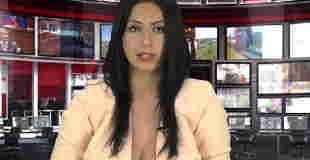 【エロ注意】めちゃエロい服装でニュースを読むキャスターwww