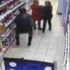【防犯カメラ】パンツの中に酒瓶かくして万引きする女性たち。