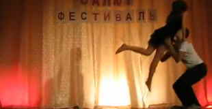 【エロ注意】文化祭のダンスコンテストでパンチラに赤面して捌けてしまう女の子www