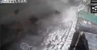 【防犯カメラ】10月26日に発生したアフガン・パキスタン地震の映像。