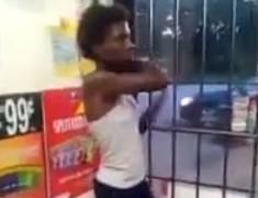 【動画】ガソリンスタンドでキ○ガイ黒人女が暴れまくりwwwww