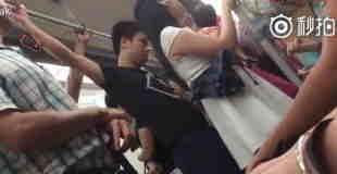 【痴漢動画】そんなに混んでない電車で勃起したチンコで若い女性の尻を突っつく男。