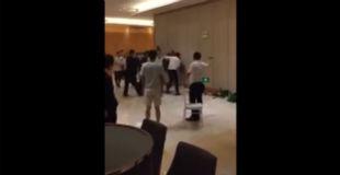 【衝撃】高級ホテル内でカップルがおっさん達にボコボコにされてる動画…
