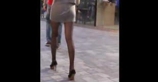 【動画】中国の街中で超美脚のミニスカ美女見つけたのでちょっと尾行してみた結果…。