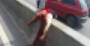 【画像】バイクに乗っていた女性が凧糸に引っ掛かり首を切断