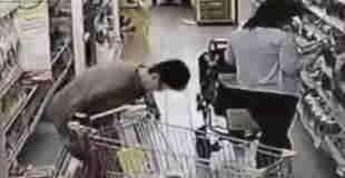 【動画】スーパーマーケットの冷凍庫前でウンコしてる女性がいるんだけど…。