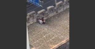 【動画】万里の長城らしきところで堂々と青姦セックスしてるカップルがいるんだけどwww