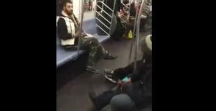 【衝撃】同性愛者の男性が電車内でボコボコにされている問題の動画がコチラ…