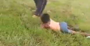 麻薬中毒者の女性がおっぱい丸出しでずーーっとクロール(水泳の)してる映像。これは怖い
