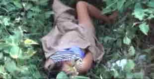 【衝撃動画】茂みで青姦した後、使用済みコンドームと共に気絶していた半裸の女性が発見される…。