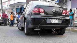【閲覧注意】バイクに夫婦で二人乗りしてたら車との接触事故で妻が車の下で二つ折りに…。